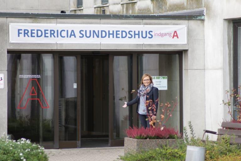 Susanne Eilersen foran sundhedshuset